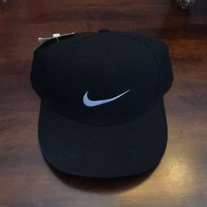 NWT NIKE FITTED HAT